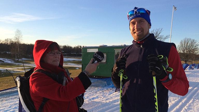 Reporter Rosmari Karlsson och skidåkare Patrik Molander