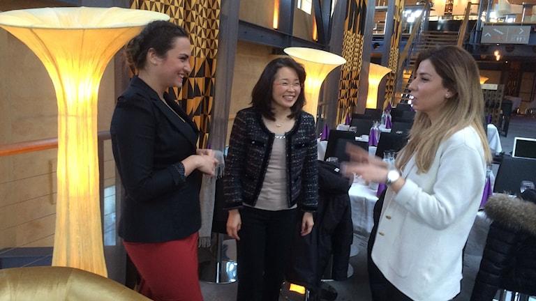 Projektledaren Nadia Bednarek och deltagarna Chie Nakazawa och Mary Ellya.