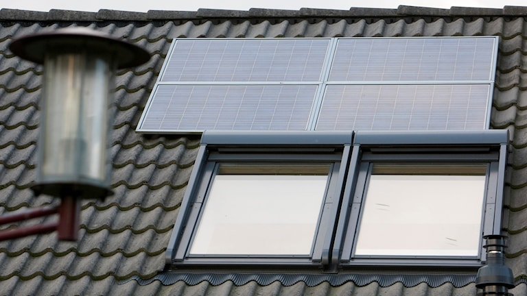 Solcellspanel på tak