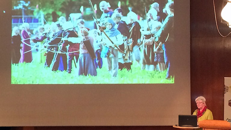 Christina Nilsson, informationschef i Söderköpings kommun, presenterar kommunens arbete med medeltidsturism.