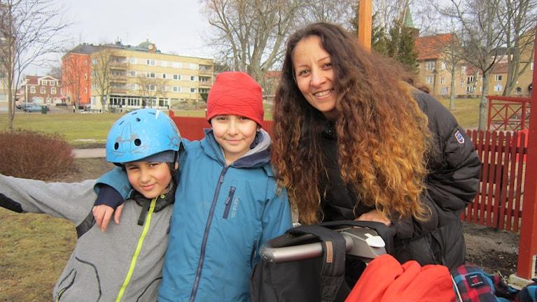 Karima El Batal med barnen Rayane och Adam.