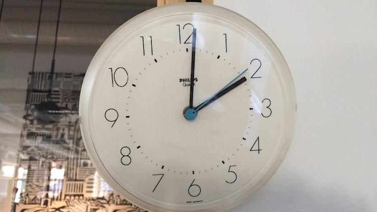 I natt ska klockan vridas fram från klockan 02.00 till 03.00