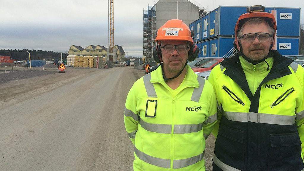 Betongarbetaren Thomas Gustafsson och lagbasen Max Lindberg på NCC i Vallastaden i Linköping.
