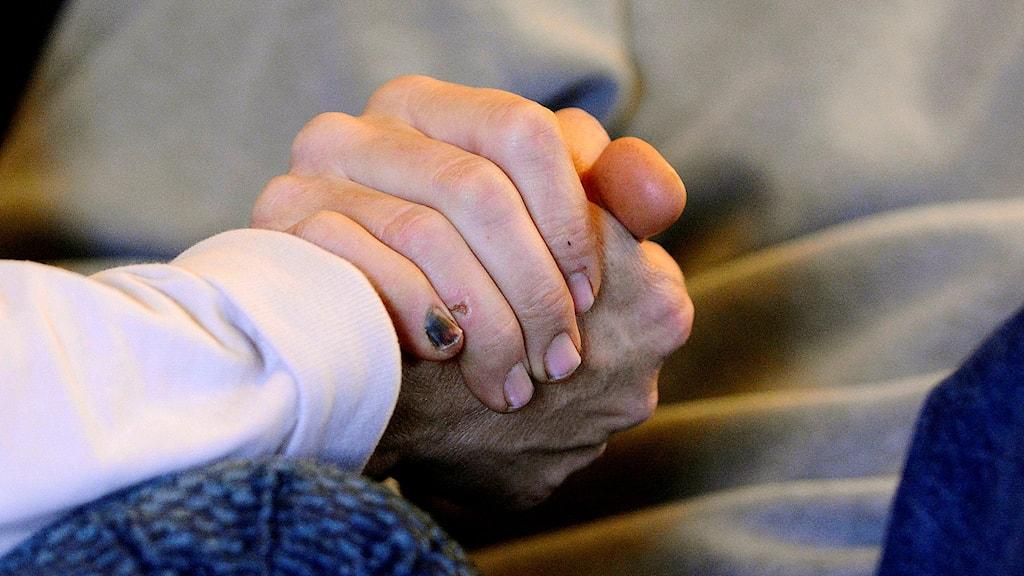 Alzheimers är smärtsamt både för de drabbade och dennes anhöriga.