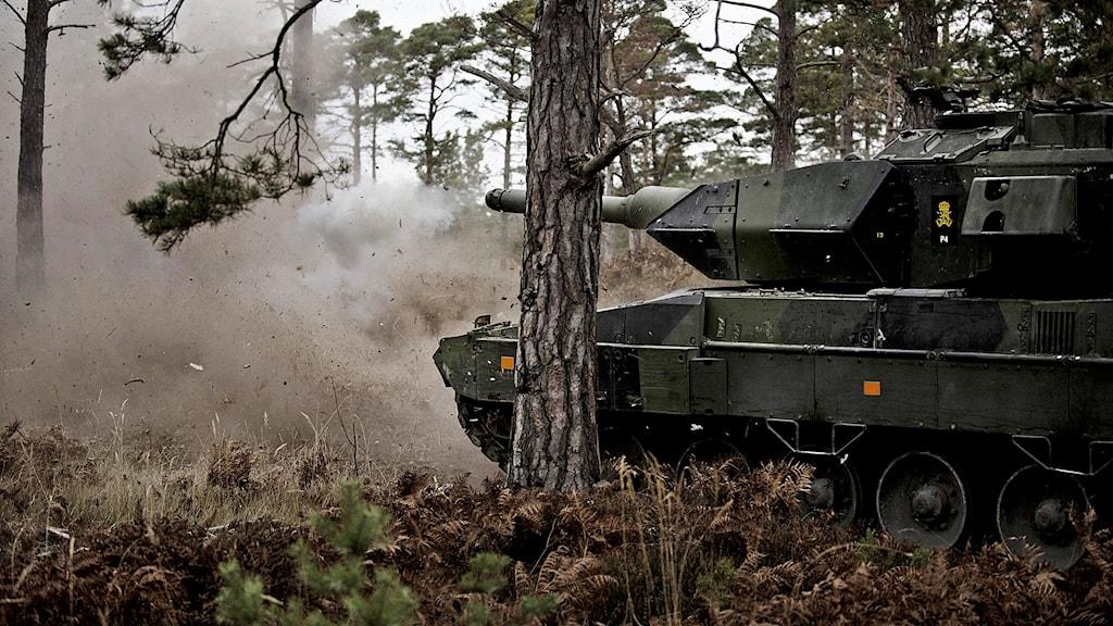 Stridsskjutning med stridsvagn 122.