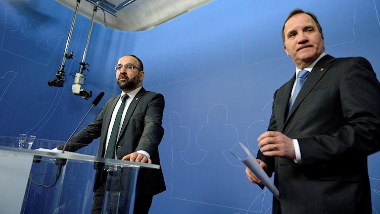 Bostadsminister Mehmet Kaplan (MP) avgår, meddelar statsminister Stefan Löfven på en presskonferens i Rosenbad i Stockholm.