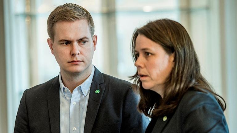 Språkrören Fridolin och Romson. Partiet måste bli tydligare enligt forskaren Johan Wänström