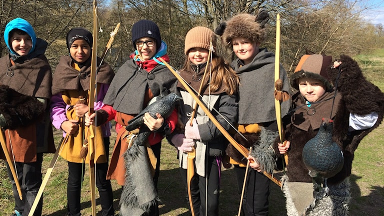 Unga vikingar efter lyckad jakt