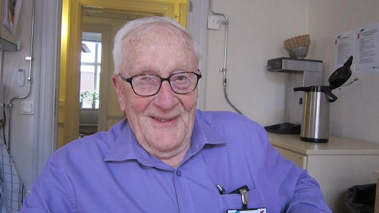 Alf Petersson, snart 87 år och aktiv pensionär.