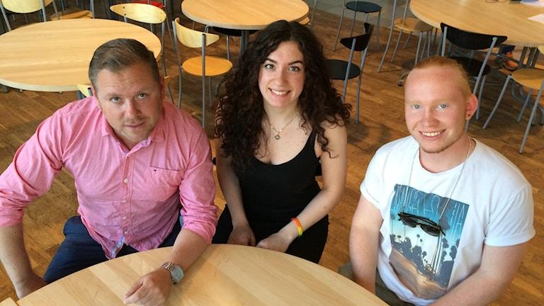 Mårten Blad, lärare, Sanna Kristedt och Adam Fast, årskurs 3 på Kunskapsgymnasiet.
