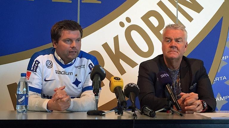 Jens Gustafsson och ordförande Peter Hunt på pressträffen.