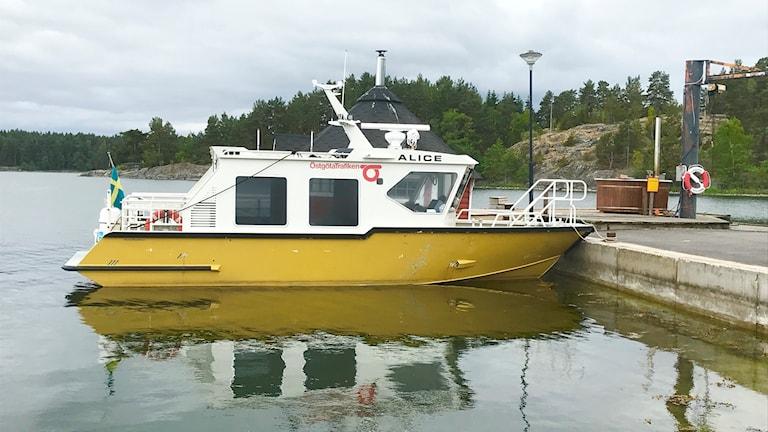 Östgötatrafikens båtar ligger stilla på midsommarafton.