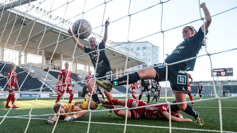 Linköpings Natasha Dowie (H) gör 1-0 under fredagens match i damallsvenskan mellan Linköpings FC och Piteå IF DFF på Linköping Arena. Arkivbild: Stefan Jerrevång/TT