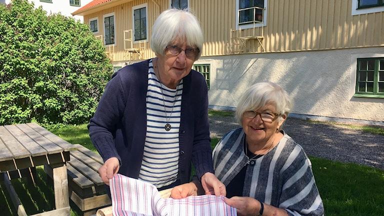 Inga Mörk och Ingrid Wiklund gick lanthushållsskolan i Borghamn 1957