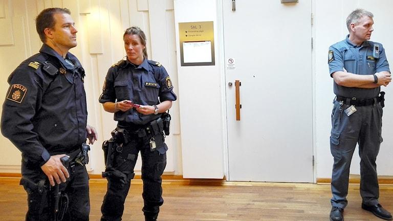 Det var hård polisbevakning av rättegången.