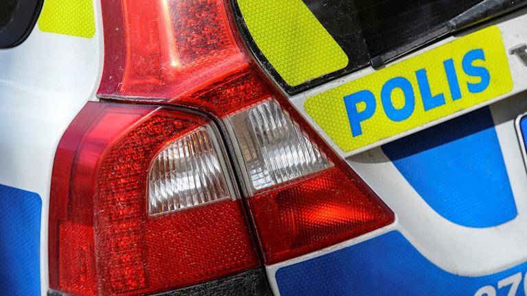 Närbild på polisbil