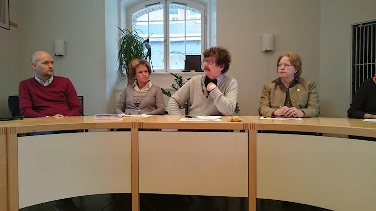 Från vänster Henrik Lindmark från entreprenören Icreate som står bakom det kritiserade projektet Stepping stone, Karin Jonsson (c), Lars Stjernkvist (s), Ingrid Cassel (m).