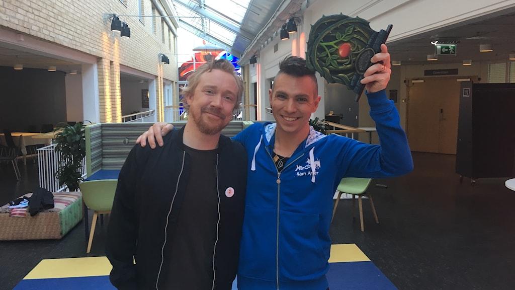 Lars Winnerbäck med pristagaren Sam Anlér.