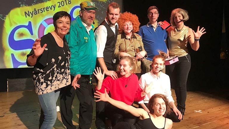 Ensemblen i nyårsrevyn i Valdemarsvik 2018.