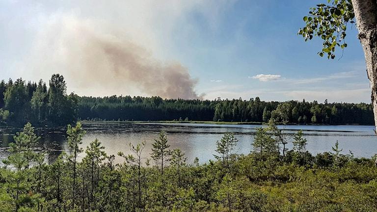Skogsbranden vid Puksjön i Finspångs kommun.