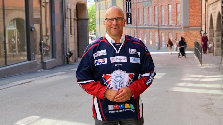 Roger Ekström i LHC-tröja.