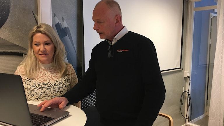 Petra Blom Andersson, samordnare mot våld mot barn och unga och Torbjörn Lennström, bokonsulent Hyresbostäder