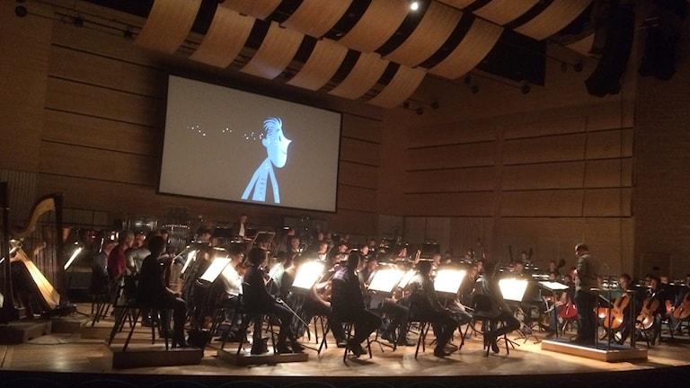 """Från repetitionen av Holsts """"Planeterna"""" med Norrköping symfoniorkester och tecknaren Grégoire Pont."""