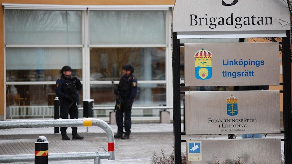 Mordrättegång i Linköpings tingsrätt.