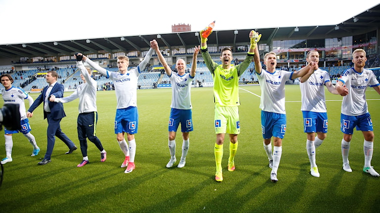 Spelare från IFK Norrköping tackar fansen.