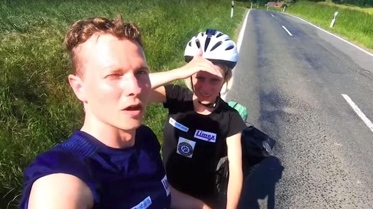 Robin Östman och Sofie Strand cyklar för att hjälpa djur.
