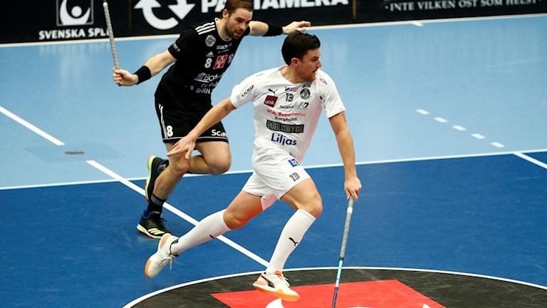 Martin Karlsson i Linköping i kamp mot Kalmarsunds Simon Nilsson