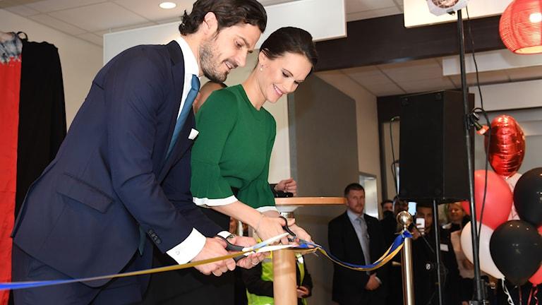 Prins Carl Philip och prinsessan Sofia inviger Fryshuset Husby.