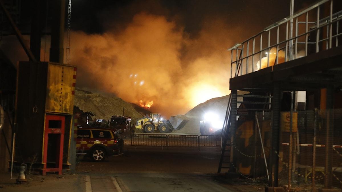 En mycket kraftig brand vid ett värmeverk i Norrköping.