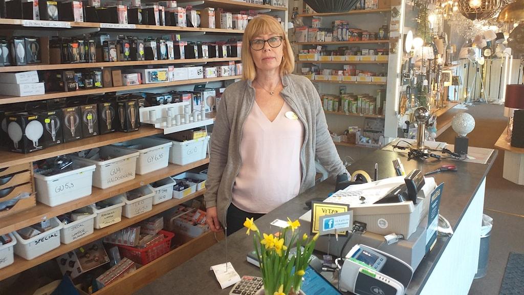 """""""Vi klarar oss max några månader"""", säger Elsie Andersson på familjeföretaget Willes el i Norrköping."""