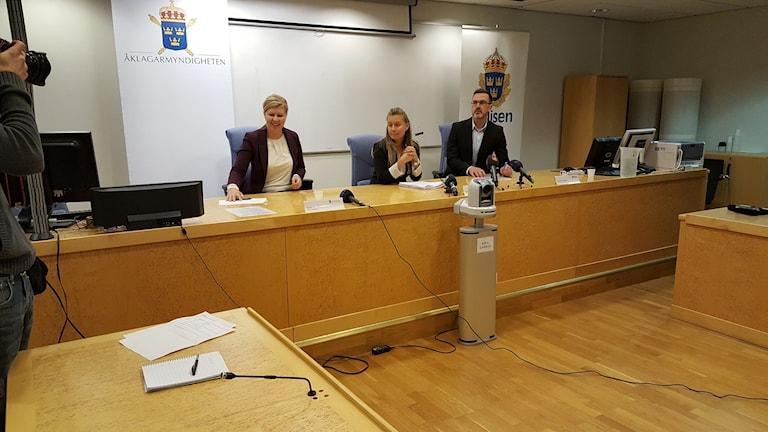 Presskonferens inleds om den misstänkta människosmugglingen. Foto: Mårten Mellberg/Sveriges Radio