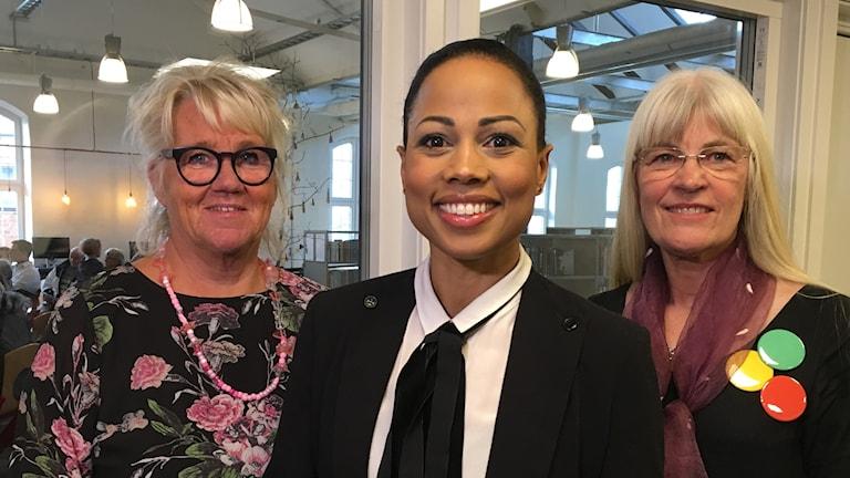 KS-ordförande Elisabeth Edlund, kulturminister Alice Bah Kuhnke och bibliotekschef Karolina Andersson.