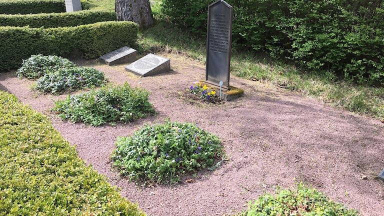 Allt färre gravstenar