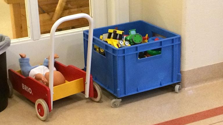Back med leksaker, gåvagn