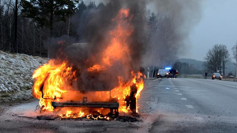 Bil började brinna