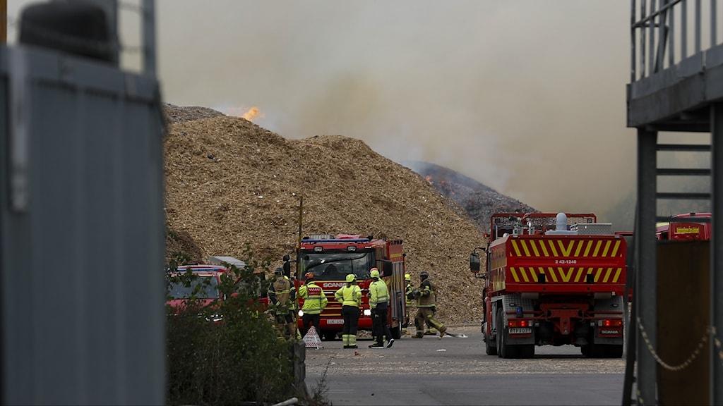 Räddningstjänsten på plats vid branden.