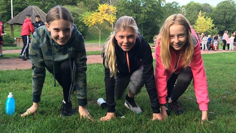 Livia Molnar, Stella Rosengren och klara Zimmerman är laddade inför skoljoggen på oxelbergsskolan