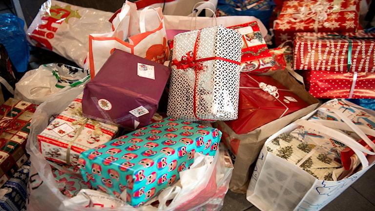 Hjälpen kan gå till exempelvis julklappar.