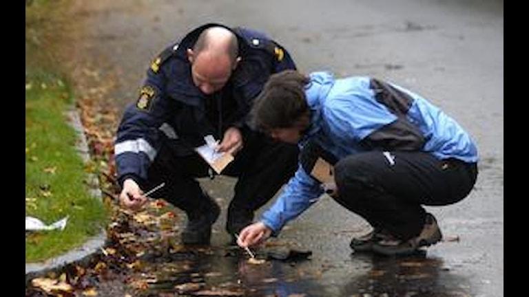 Polisen söker spår. Foto: Göran Billesson, Pressens Bild