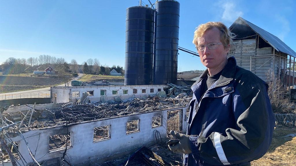 Mjölkbonden Ulric Nilsson, utanför Östra Ryd, utanför Söderköping, förlorade ett 60-tal kor som dog i den våldsamma branden.