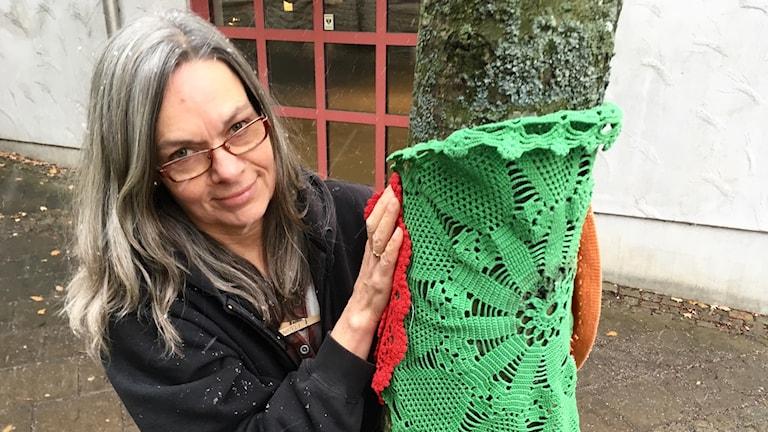 Annelie Lindgren, konstnär och ansvarig för workshopen i husmorsgrafitti.