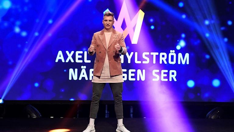 """Axel Schylström deltar med låten """"När ingen ser"""""""