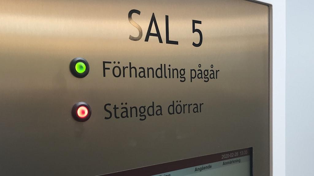 Stängda dörrar i sal 5 i Norrköpings tingsrätt