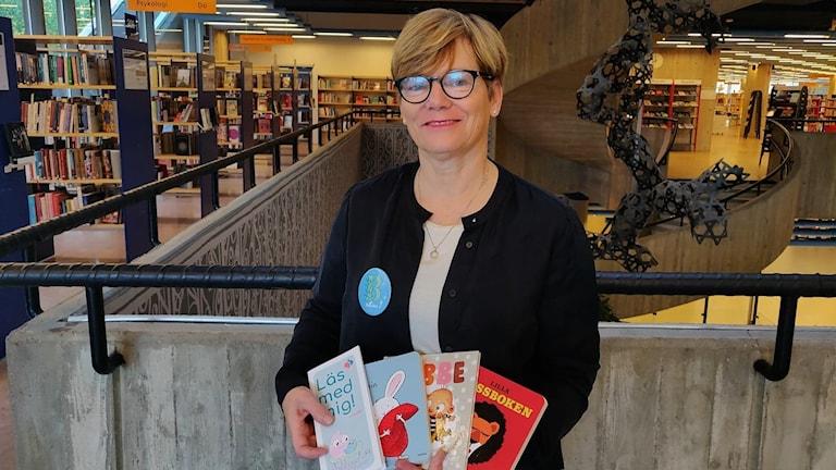 Bibliotekarie Margaretta Gustafsdotter är en av de som gör hembesök.