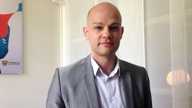 Fedja Serhatlic är nytillsatt bostadsstrateg i Linköping.