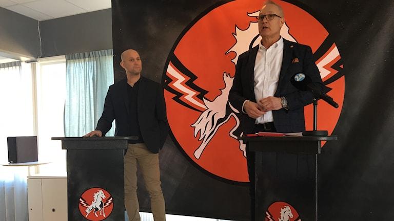 Nya huvudtränaren Tony Zabel och Rickard Rauge, ordförande Vita Hästen.